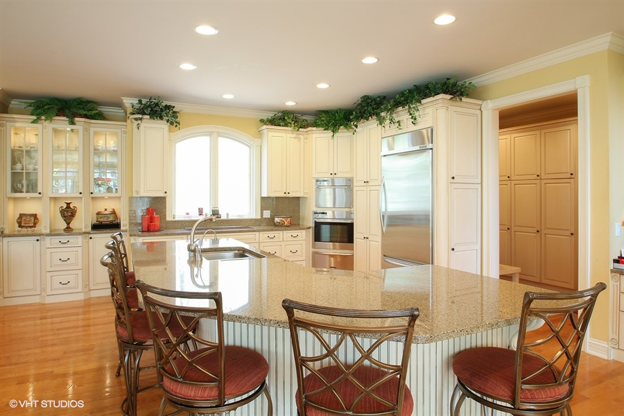 02_S630LakeshoreDr_5_Kitchen_LowRes