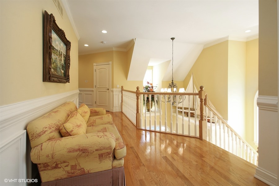 06_S630LakeshoreDr_68_Staircase_LowRes