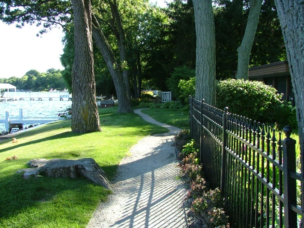 Walking the Lake Geneva Path? Here is some history & a few tips!