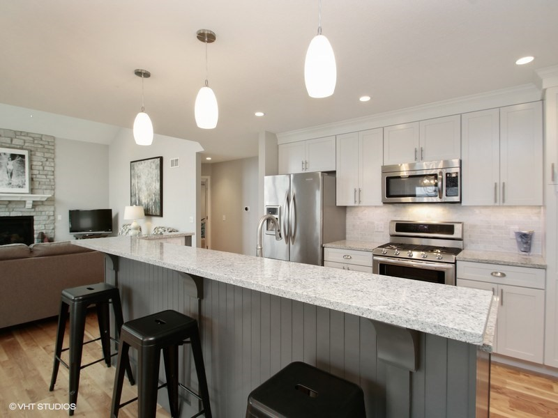 03_415Lakeview_5_Kitchen_LowRes