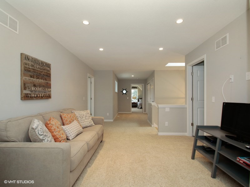 06_415Lakeview_43_Loft_LowRes